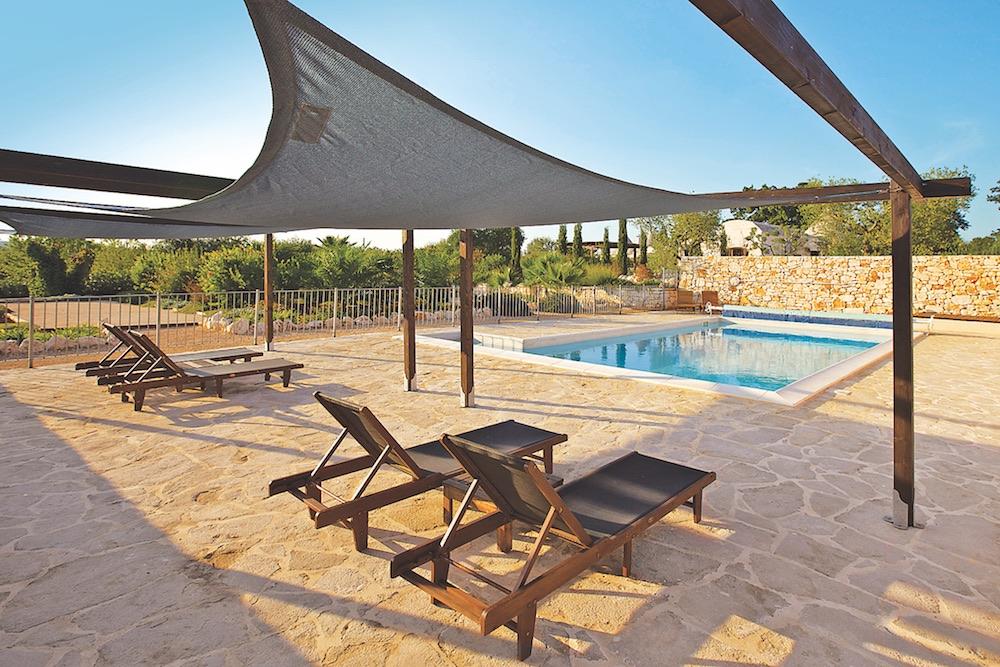Villa Trulli Acquarula Pool Deck