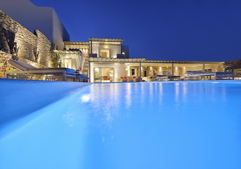 Villa Viviana Pool At Night