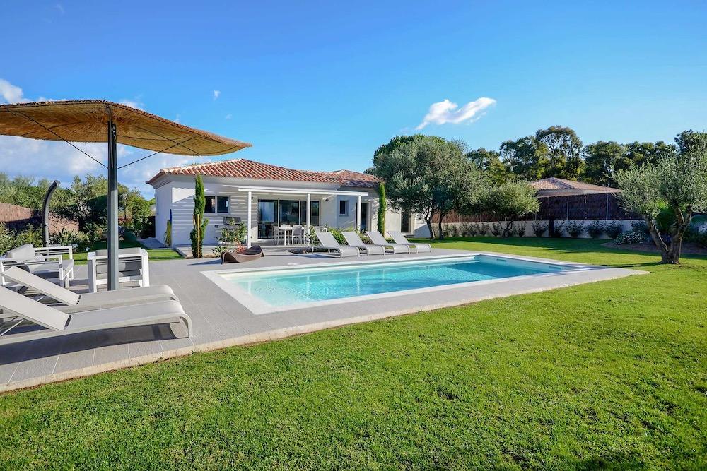 Villa Di Calvi Sunday Garden